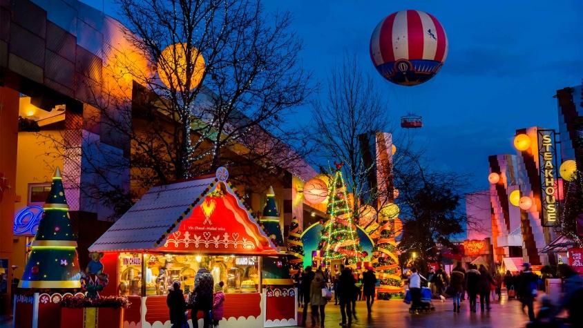n025481_2023dec14_world_christmas-disney-village_16-9-small
