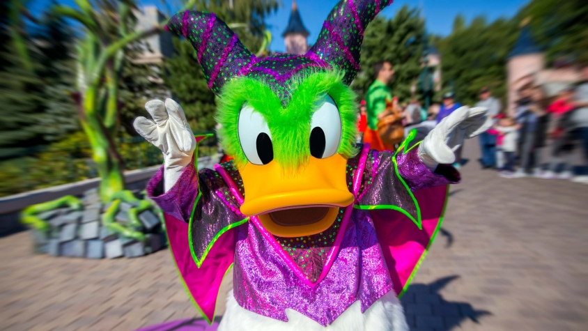 n030457_2025oct04_world_disney-halloween-festival-2018-donald_16-92-small