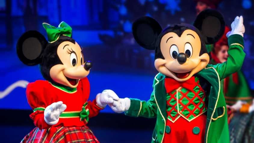 n033397_2026dec30_world_lets-sing-christmas-mickey-minnie_16-9-zoom-small
